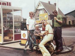 Foto 4 Erna en Evert-Jan benzinepomp